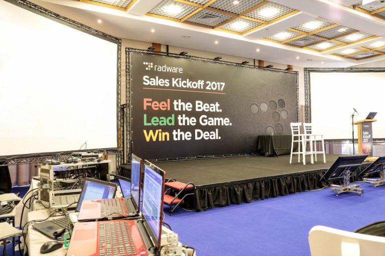תמונת אירוע במלון יערים של הבמה והציוד - Radware conference